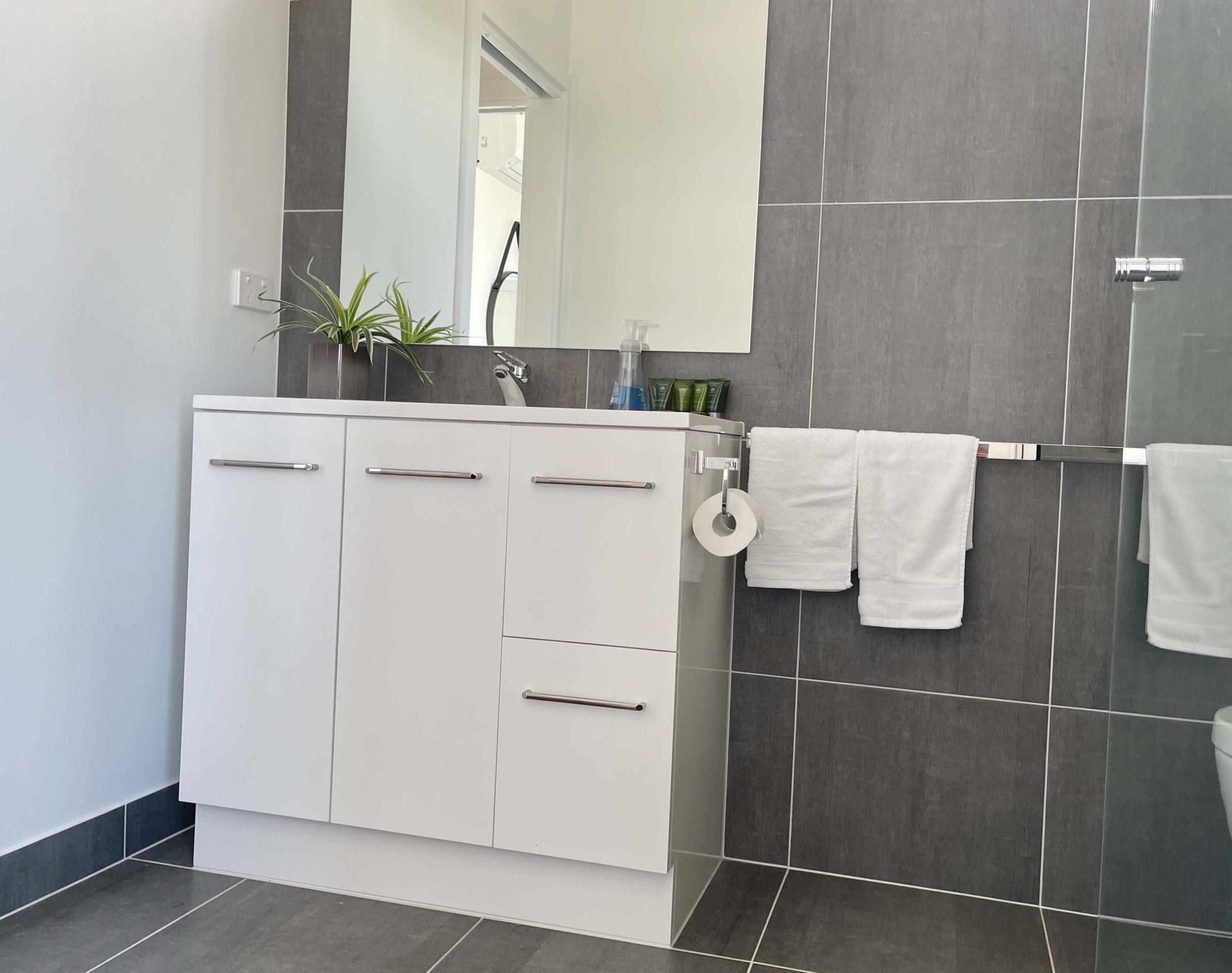 1BDR_Bathroom_1
