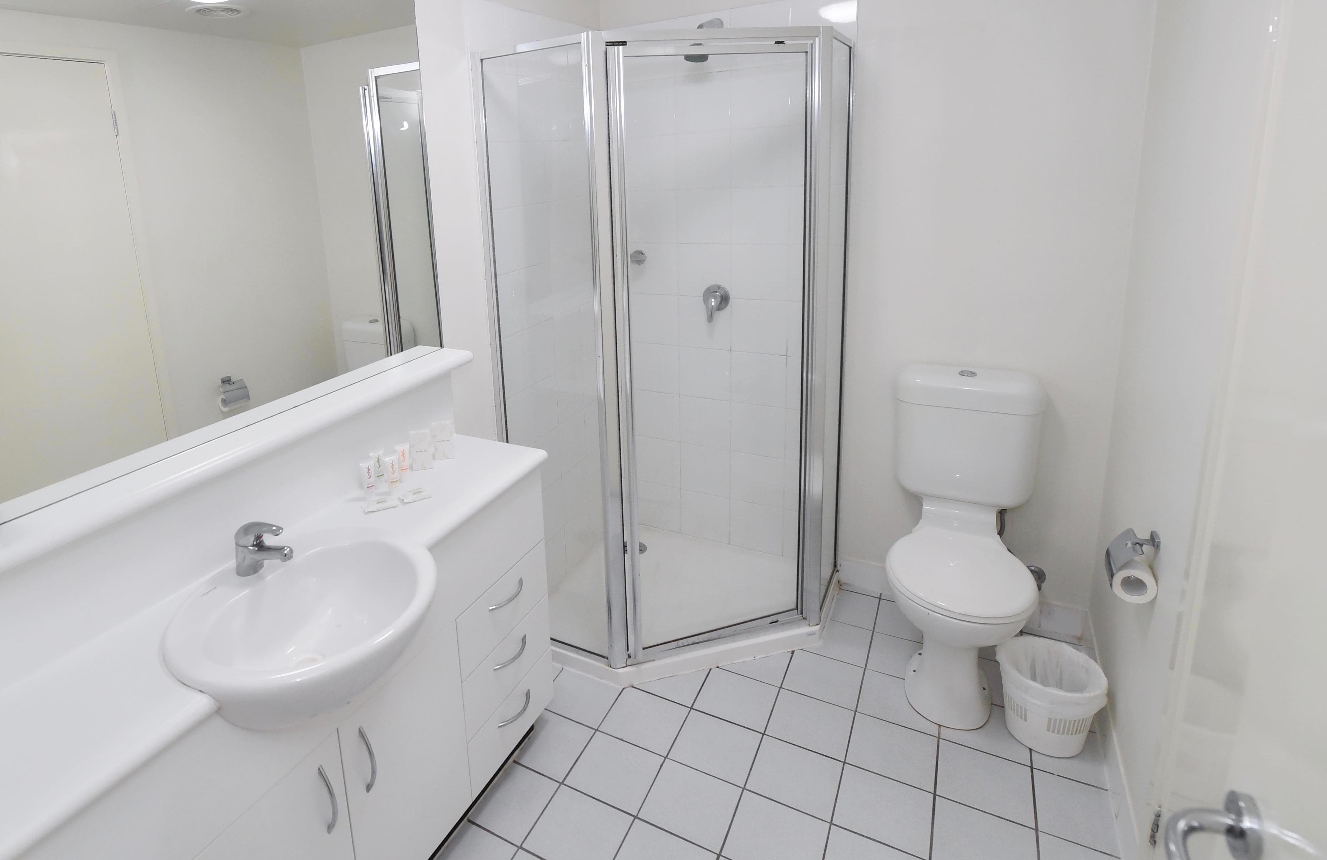 Adara Franklin - 2-Bedroom-superior Bathroom