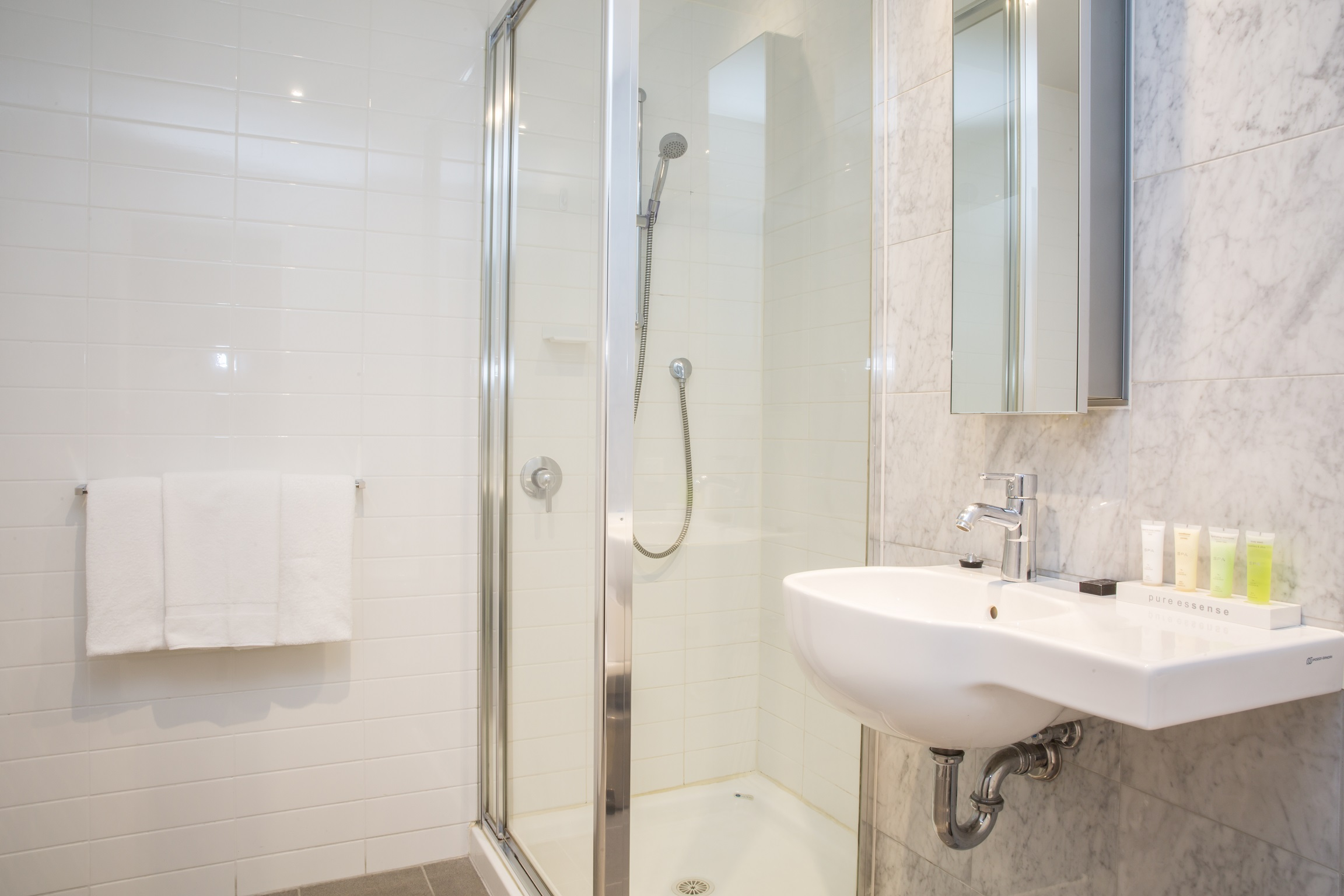 adara-richmond-one-bedroom-executive-bathroom
