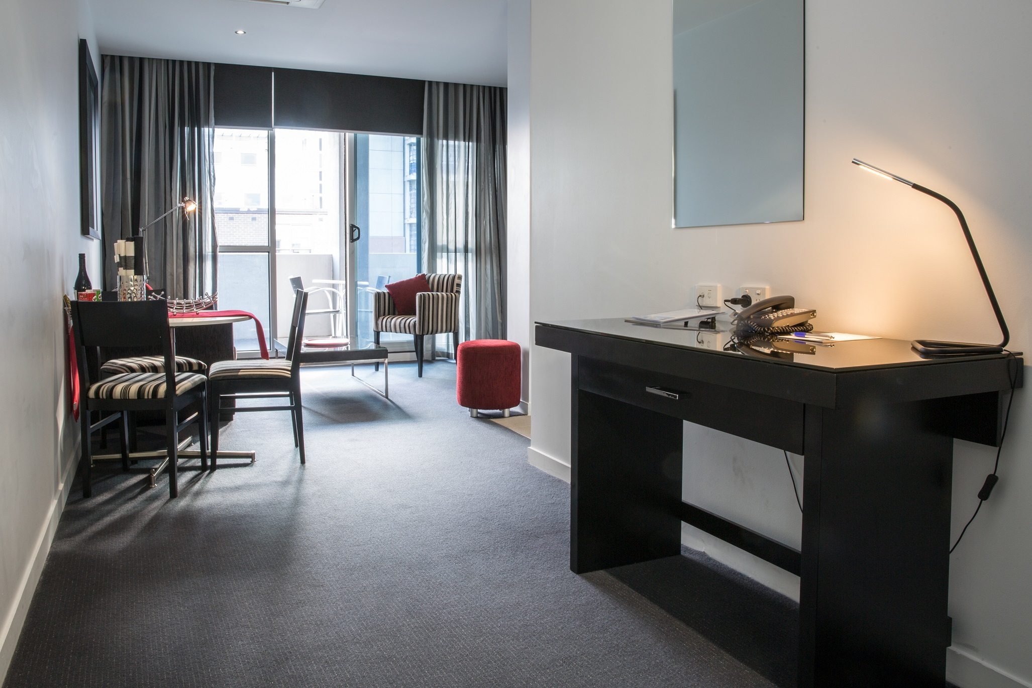 adara-richmond-one-bedroom-executive-desk