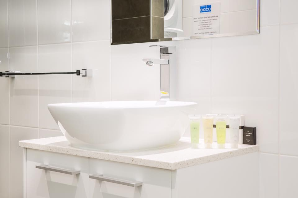 adara-richmond-studio-bathroom