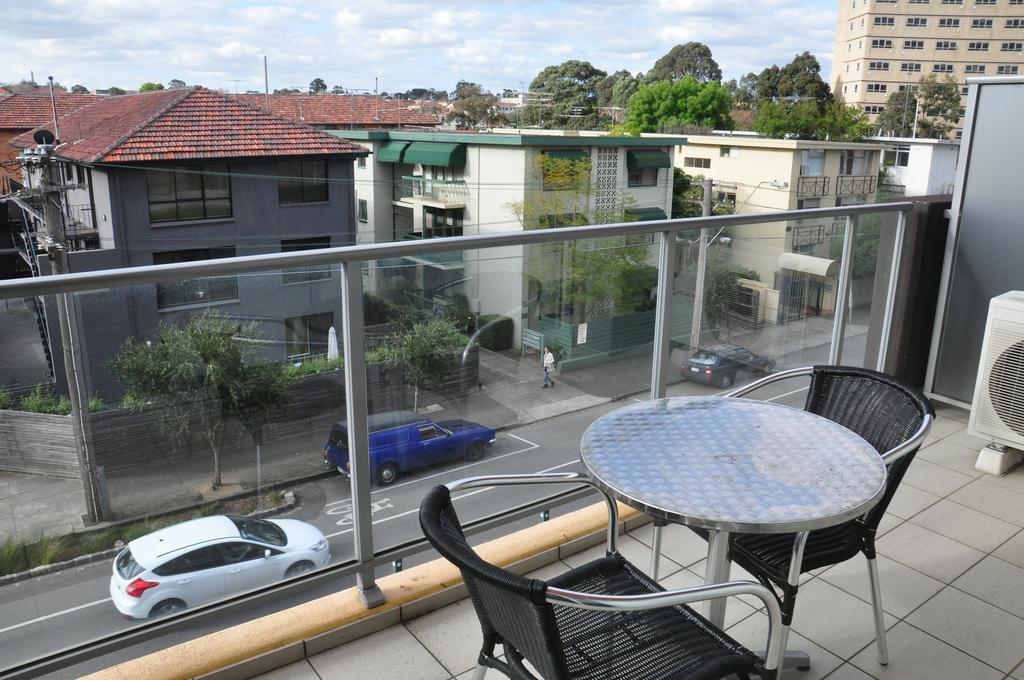 adara-st-kilda-one-bedroom-deluxe-balcony-1
