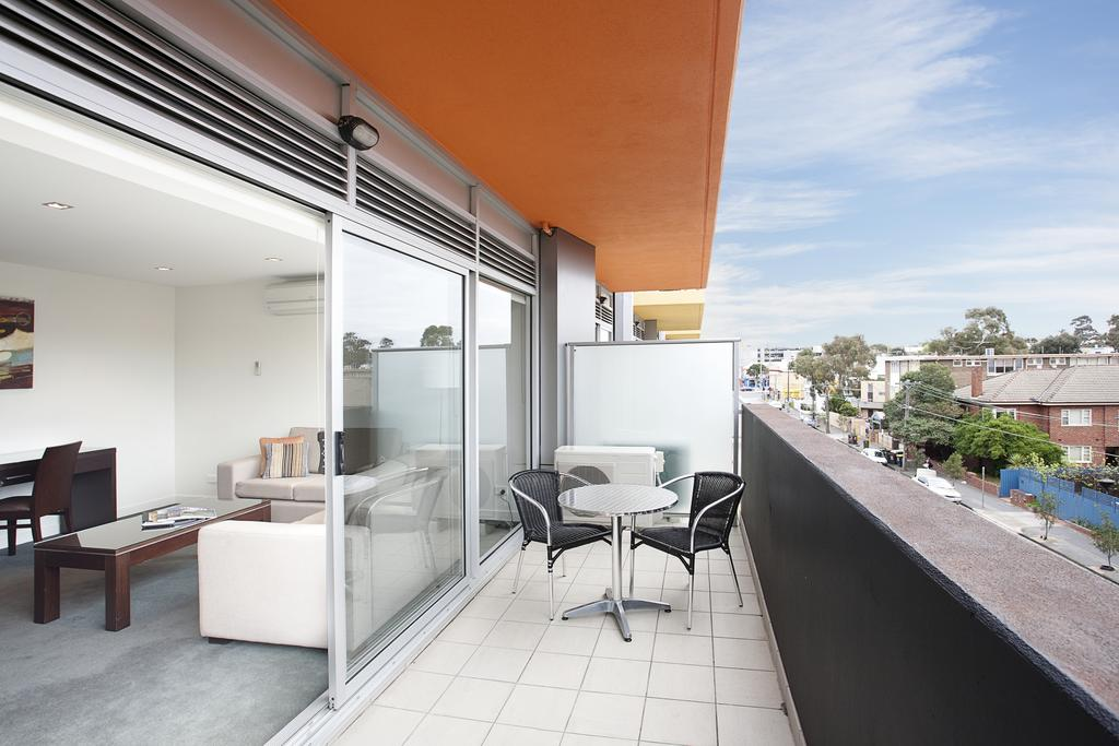 adara-st-kilda-one-bedroom-deluxe-balcony-2