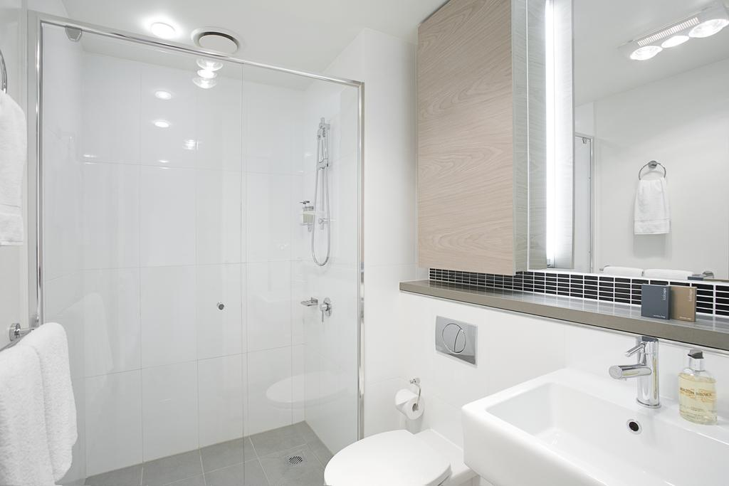 adara-st-kilda-one-bedroom-deluxe-bath-1