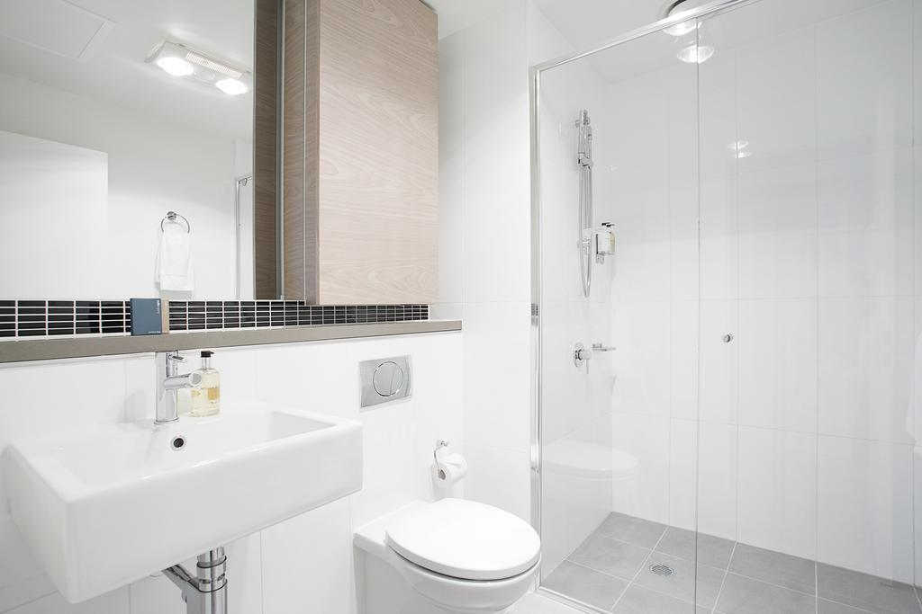 adara-st-kilda-one-bedroom-deluxe-bath-3