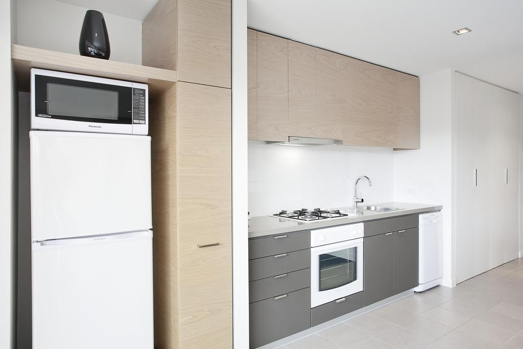adara-st-kilda-one-bedroom-deluxe-kitchen
